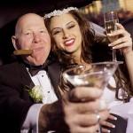 Почему зрелые мужчины предпочитают женщин по моложе?