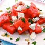 Вкусные блюда: сырный салат и кукурузный рис