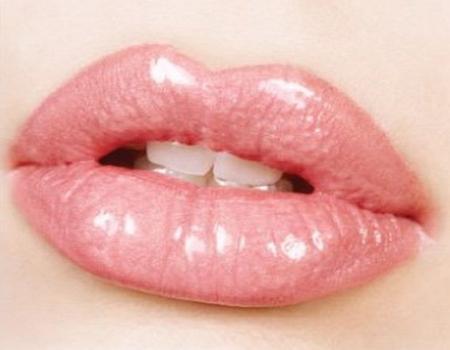 Как придать полноты тонким губам?